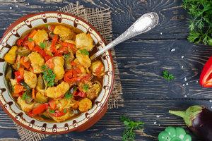 Идея полезного обеда: тушеное филе индейки с летними овощами