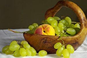 Кому нельзя есть виноград