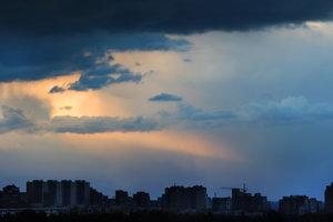 На Киев надвигается гроза и шквальный ветер
