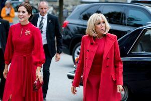 Совпадение или нет: Брижит Макрон и кронпринцесса Мэри обе надели красное