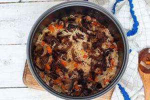Рецепт дня: плов с курицей, грибами и морковью