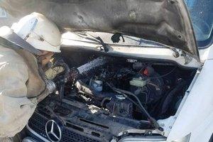 В Запорожской области загорелся микроавтобус: появились фото