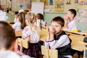 Без парт и учебников: реформа образования споткнулась о местные власти