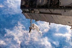 """На российском космическом корабле """"Союз"""" после столкновения с метеоритом произошла утечка воздуха"""