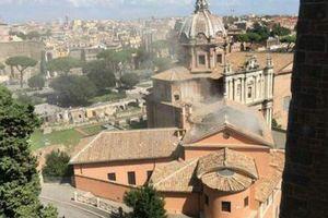В центре Рима у церкви обрушилась крыша