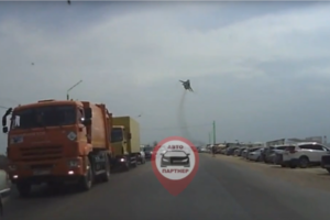 Российский бомбардировщик пролетел над трассой в Крыму