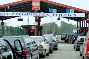 В очереди на границе с Польшей украинцы устроили зажигательные танцы