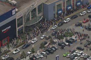 В Торонто неизвестные открыли стрельбу в торговом центре