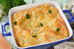 Греческий пирог из теста фило со шпинатом и сыром