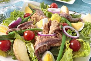 Как приготовить салат Нисуаз: рецепт от Джулии Чайлд