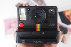 Polaroid возродил знаменитый фотоаппарат из 90-х с печатью снимков