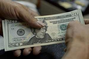 Доллар чуть подешевел к началу осени: новый официальный курс