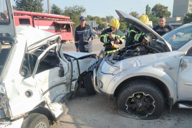 ff58a6ddec93 ДТП произошло сегодня в 08 30 на автодороге Запорожье-Донецк в районе  поселка Новониколаевка. Как выяснилось, легковой автомобиль ...