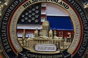 Белый дом выпустил жетоны в честь встречи Трампа и Путина