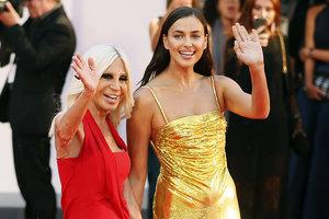 В золотом платье: Ирина Шейк пришла поддержать Бредли Купера на кинофестиваль