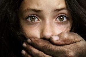 Под Киевом парень средь бела дня изнасиловал женщину