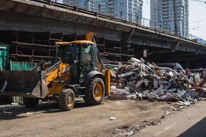 Реконструкция Шулявского моста: возле метро продолжают массово сносить ларьки