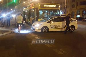 В Киеве столкнулись троллейбус и полицейский автомобиль