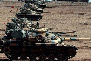 Турция перебросила к границе Сирии танки и артилерию