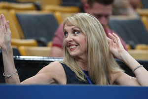 Глава Федерации гимнастики США уволилась из-за врача-педофила
