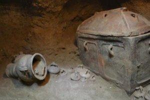 Найдена и вскрыта таинственная двойная гробница: первые фото