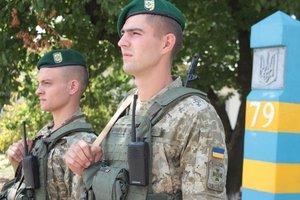 Химические выбросы в Крыму: дежурящим на админгранице пограничникам выдали спецзащиту