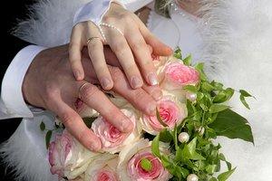 """19-летняя невеста и окоченелый жених: состоялась """"самая необычная свадьба в мире"""""""