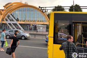 Стрельба по троллейбусу с пассажирами в Киеве: в полиции рассказали детали