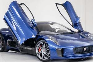 """На продажу выставили """"злодейский"""" Jaguar из фильма о Джеймсе Бонде"""