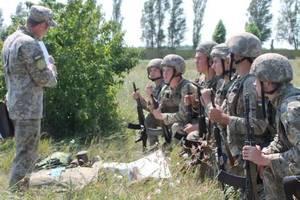 Порошенко потребовал повысить зарплаты военным в 2019 году на 30%