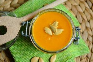 Согревающий тыквенный суп с имбирем и морковью