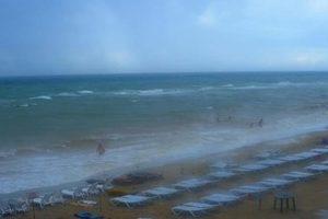На запорожских курортах ожидают шторма и волн в полтора метра