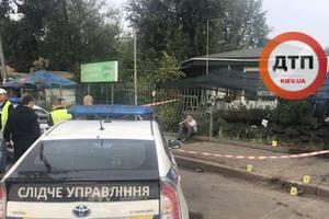 В Киеве женщина погибла под колесами автомобиля: виновник попытался сбежать