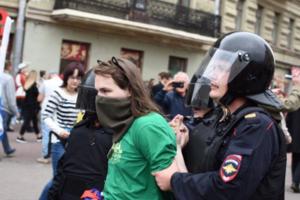 Митинги против пенсионной реформы в РФ: видео арестов