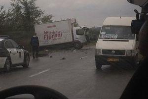 У Додона показали момент столкновения кортежа с грузовиком