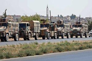 Турецкие военные перебрасывают бронетехнику ближе к границе с Сирией