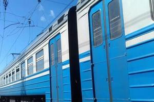 В Харькове поезд насмерть сбил мужчину, который сидел на рельсах