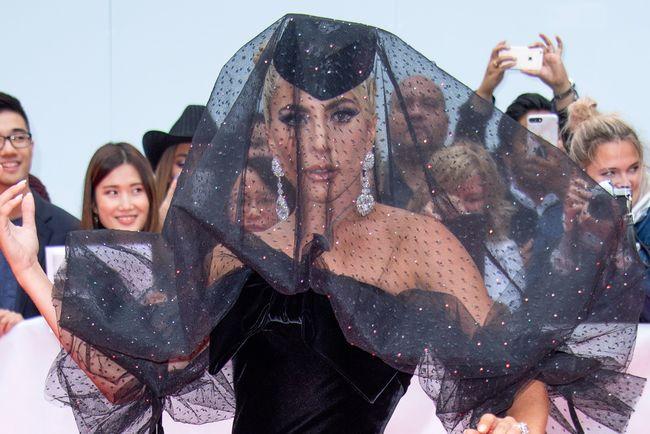 Леди Гага снялась для обложки глянцевого журнала