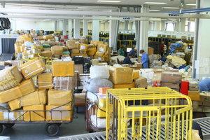 Услуги почты для украинцев подорожали: на сколько и почему