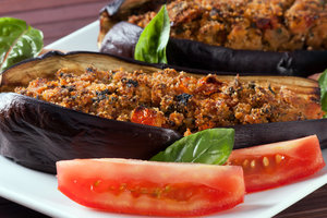 Рецепт дня: баклажаны, фаршированные телятиной и фетой