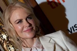 В элегантном белом: Николь Кидман на кинофестивале