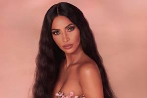 Голая Ким Кардашьян снялась в рекламе своей косметики