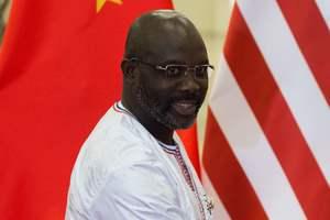В Африке президент страны сыграл за футбольную сборную