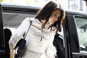 В наряде с бахромой: новый образ Кендалл Дженнер