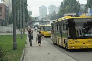 Трамваи, автобусы и троллейбусы Киева помоют за 12 млн гривен