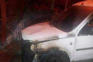 Житель Буковины поджег за ночь два автомобиля