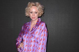 """В сиреневой пижаме: звезда """"Игры престолов"""" на показе Calvin Klein"""