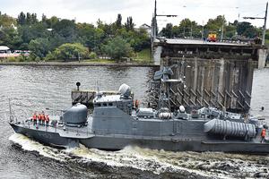 Ради ремонта катера ВМС в Николаеве развели мосты