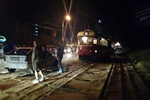 В Киеве из-за ДТП в пробке застряли более десятка трамваев