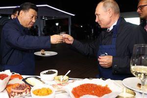 """""""Я больше селедку люблю"""": как Путин и Абэ икру с блинами ели (фото, видео)"""